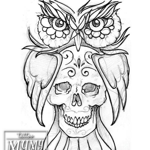 Flash (sketch) hiboux tenant sur son ventre un crane mexicain