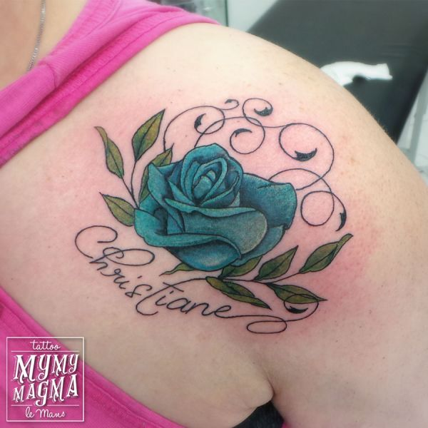 Tatouage d une rose bleu avec prénom